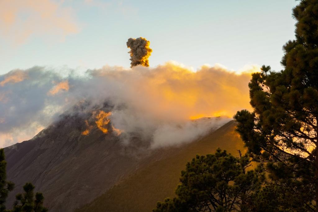 fuego_volcano_antigua_guatemala