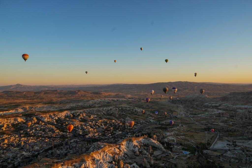 hot_balloon_cappadocia_turkey
