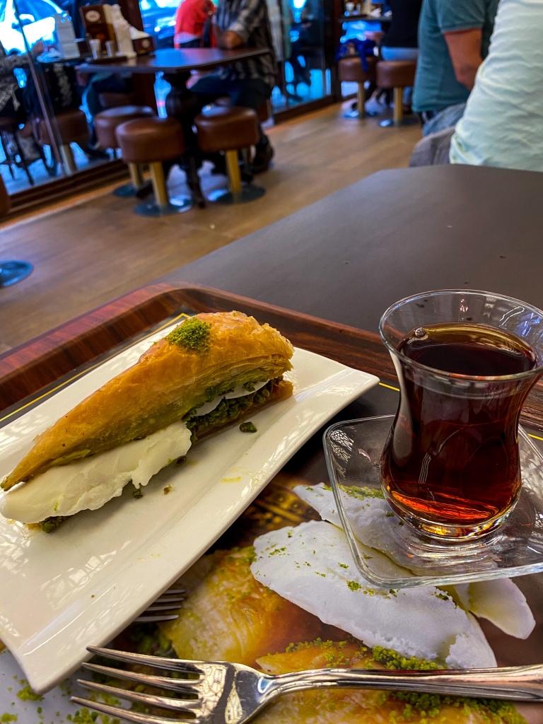 Baklava_turkish_tea